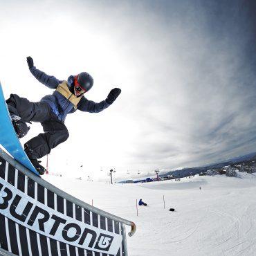 Snowboard Mt Buller school groups